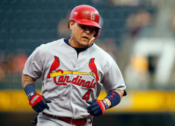 Yadier Molina Leads Cardinals to 9-7 Win vs Pirates