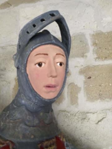 27日に公開された、修復後の聖ジョージの像=スペイン北部エステリャ(ArtUs提供、AP=共同)