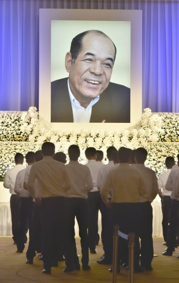 広島市で催された衣笠祥雄さんの「お別れの会」=28日午前