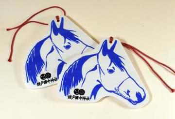 綾戸国中神社が制作した駒形をかたどった絵馬