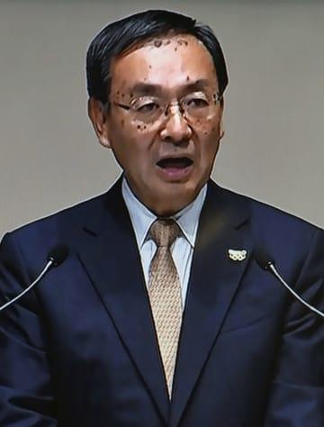 パナソニックの株主総会で発言する津賀一宏社長のモニター映像=28日、大阪市