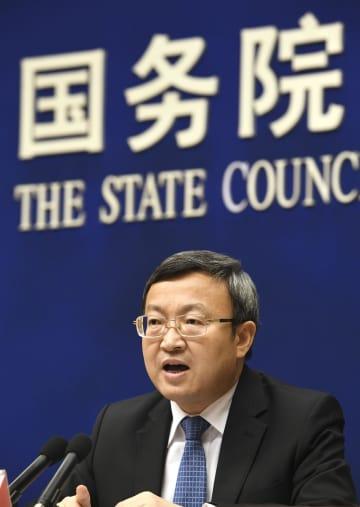 記者会見する中国の王受文商務次官=28日、北京(共同)