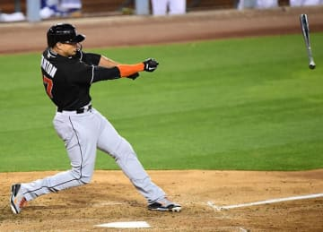 Giancarlo Stanton Leads Marlins to 3-2 Win Over Dodgers