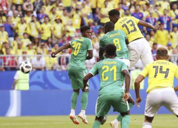 セネガル―コロンビア 後半、先制ゴールを決めるコロンビアのミナ(13)=サマラ(ゲッティ=共同)