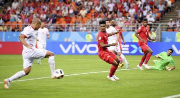 パナマ―チュニジア 後半、2点目のゴールを決めるチュニジアのカズリ(左端)=サランスク(ゲッティ=共同)