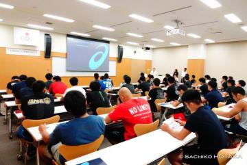 座学に励んだ全日本チーム