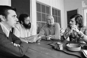 1972年、4人の脚本家による対談で。右端がハーラン・エリスン (写真:AP/アフロ)