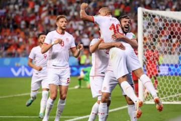 スコアをひっくり返し、ゴール後に喜びを爆発させるチュニジアメンバー photo/Getty Images
