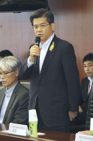 大阪府北部地震での鉄道会社の対応を検証する会議で、あいさつする石井国交相=29日午後、国交省