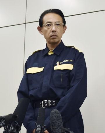 総合教育会議後、取材に応じる大阪府高槻市の浜田剛史市長=29日午後