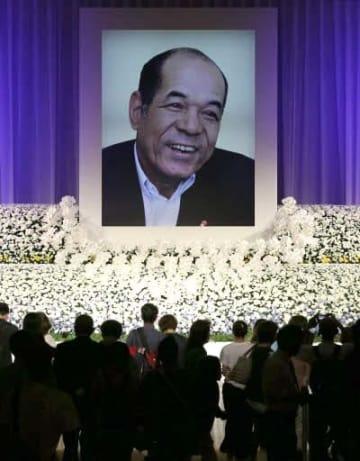 多くのファンが献花に訪れた衣笠さんのお別れの会