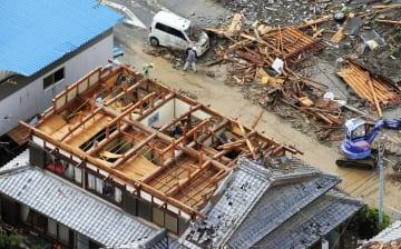 Suspected tornado hits western Japan
