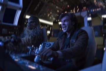 映画「ハン・ソロ/スター・ウォーズ・ストーリー」の一場面 (C)2018 Lucasfilm Ltd. All Rights Reserved.
