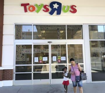 閉鎖したトイザラスの店舗=29日、ニューヨーク(共同)