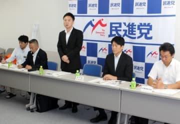 国民民主党への移行などを話し合った民進党県連の幹事会=30日、新潟市中央区