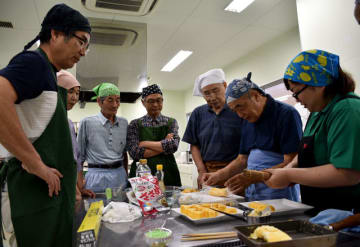 キャラ弁作りに挑戦した串間市の男性料理教室
