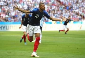 決勝点を含む2ゴールの大活躍で、フランスをベスト8へ導いたムバッペ photo/Getty Images