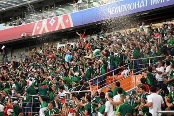 韓国代表の勝利を知り、歓喜に沸くメキシコ代表のサポーター photo/Getty Images