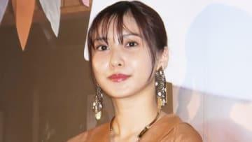 映画「キスできる餃子」の公開記念舞台あいさつに出席した佐野ひなこさん