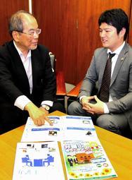 学生へのPRなどについて語る兵庫県弁護士会「法曹の魅力発信プロジェクトチーム」座長の春名一典弁護士(左)ら=神戸市中央区内