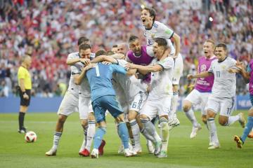 PK戦でスペインに勝利し、大喜びのロシアイレブン=モスクワ(ゲッティ=共同)