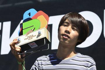 スケートボードのプロ大会「デュー・ツアー」で優勝した堀米雄斗=1日、ロングビーチ(ゲッティ=共同)