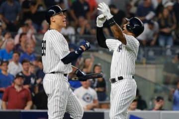 3本塁打を放ったヤンキース・ヒックス(右)とジャッジ【写真:Getty Images】
