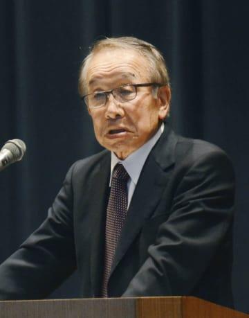 化血研の主要事業を譲渡された新会社「KMバイオロジクス」の発足式であいさつする松尾正彦会長=2日午後、熊本市
