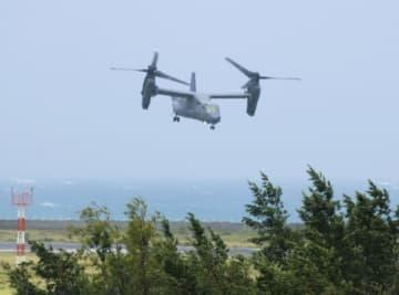 テスト飛行を行う、6月に鹿児島県・奄美空港に緊急着陸した米空軍のCV22オスプレイ=3日午後
