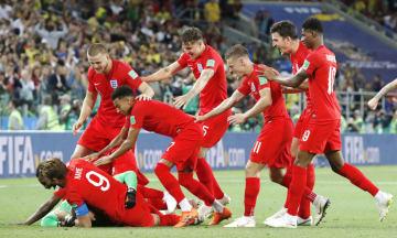 PK戦の末にコロンビアに勝利し、喜ぶイングランドイレブン=モスクワ(共同)