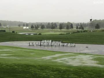 悪天候により、コース全体が水が浮いた状態 遅延が決定した(撮影:ALBA)
