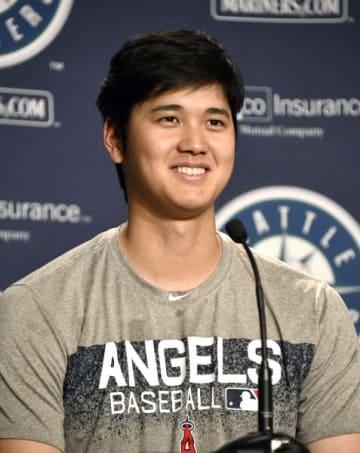 試合後の記者会見で笑顔を見せる米大リーグ、エンゼルスの大谷翔平=3日、シアトル(共同)