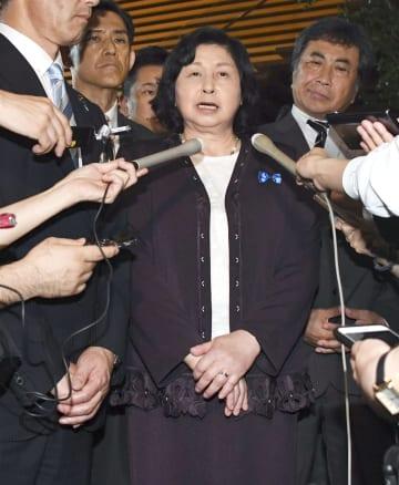 安倍首相と面会後、取材に応じる曽我ひとみさん=5日午後、首相官邸