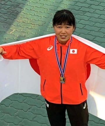 女子100メートルで優勝した新坂太佳子(家族提供)