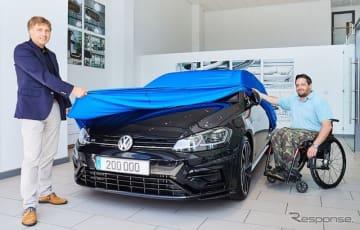フォルクスワーゲンの高性能車部門の「フォルクスワーゲンR」が世界で20万台目の車両となるゴルフRを顧客に引き渡し
