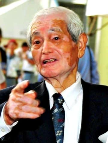沖縄復帰40周年記念式典に出席した福地曠昭さん=2012年、宜野湾市・沖縄コンベンションセンター