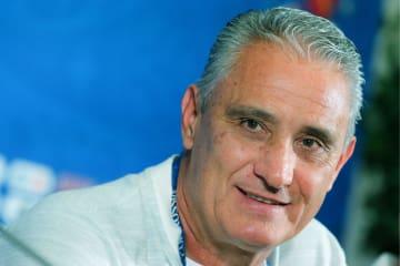 準々決勝のベルギー戦を控え、記者会見するブラジルのチチ監督=5日、カザン(タス=共同)