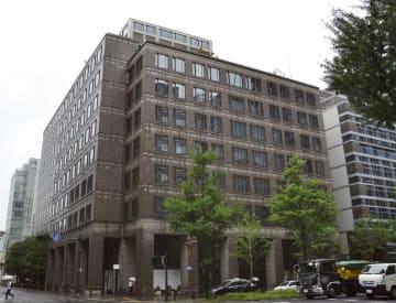 武田薬品工業が売却を検討する本社ビル=6日午前、大阪市
