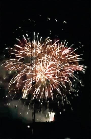 本格的な花火が楽しめる=成瀬杉山神社提供