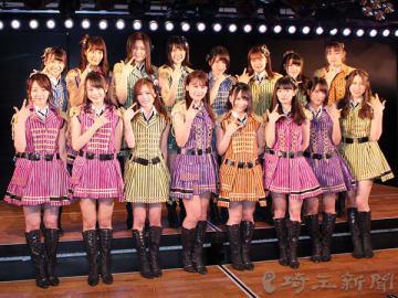 『RESET』公演の初日に登場したチームKメンバー16人
