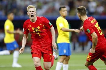 ブラジル―ベルギー 前半、2点目のゴールを決め駆けだすベルギーのデブルイネ=カザン(共同)