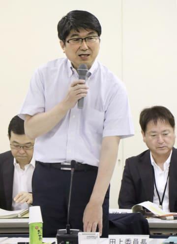 「原爆の日」に読み上げる平和宣言文の修正案を説明する長崎市の田上富久市長=7日午前、長崎市