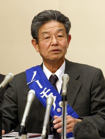 2011年3月、水俣病訴訟で和解が成立し、記者会見する水俣病不知火患者会の大石利生会長=熊本市