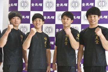 千葉県印西市で取材に応じる体操男子の順大勢。(左から)千葉健太、谷川翔、谷川航、萱和磨=7日