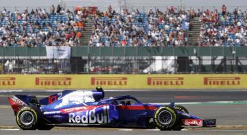 F1英国GP、予選で走行するトロロッソ・ホンダのピエール・ガスリー=7日、シルバーストーン(AP=共同)