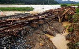 大雨で被災したJR福知山線の線路=7日午前11時21分、丹波市市島町(撮影・大田将之)