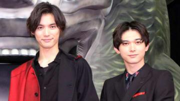 映画「BLEACH」のジャパンプレミアに登場した福士蒼汰さん(左)と吉沢亮さん