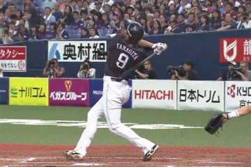 5階席中段への本塁打を放ったソフトバンク・柳田【画像:(C)PLM】