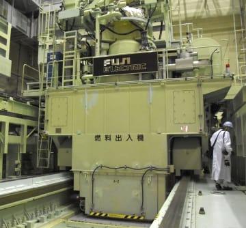 公開された、使用済み核燃料を取り出すための「燃料出入機」=8日午後、福井県敦賀市