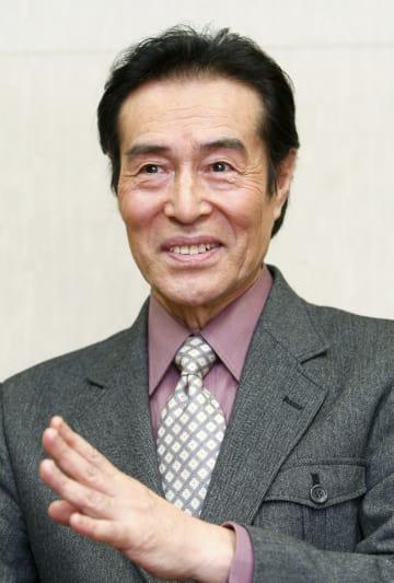 旭日小綬章受章の喜びを語る俳優の加藤剛さん=2008年10月、東京都内